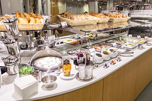 https://bartlapers.files.wordpress.com/2012/09/lufthansa-senator-lounge-b-frankfurt-airport-food-1.jpg