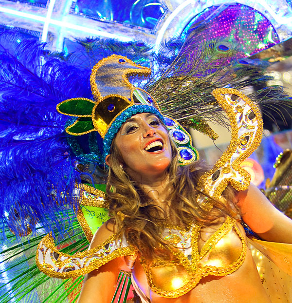 Carnival-Rio-de-Janeiro-2010-Sambadrome-Brasil-picture-by-Bart-Lapers