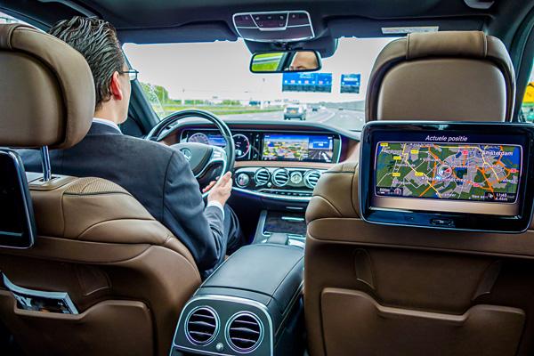 Emirates First Class Chauffeur Drive Service Mercedes-Benz S-Class Schiphol