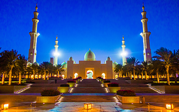 Sheikh Zayed Mosque Abu Dhabi at night
