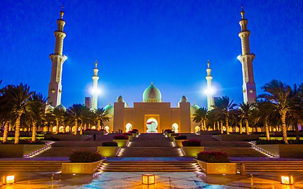 Sheikh Zayed Mosque Abu Dhabi at night