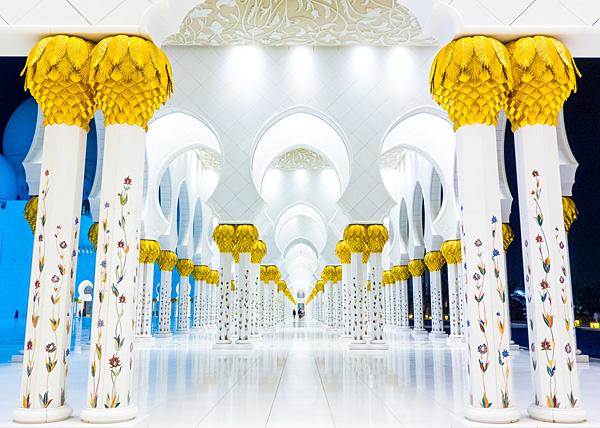 Sheikh Zayed Mosque Abu Dhabi hallway