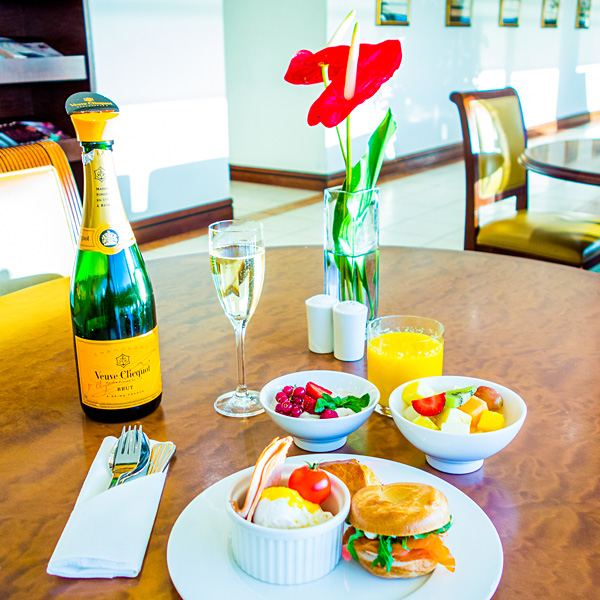 Emirates Business and First Class Lounge London Heathrow Terminal 3 Breakfast