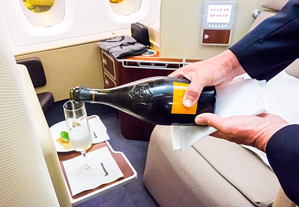 Qantas First Class Champagne Veuve Clicquot La Grande Dame 2004