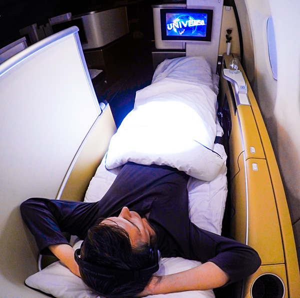 Lufthansa-First-Class-Bart-Lapers-full-flat-bed-seat-A330-300