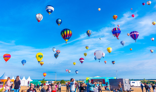 Crowd at Lorraine Mondial Air Ballons 2015 World Record
