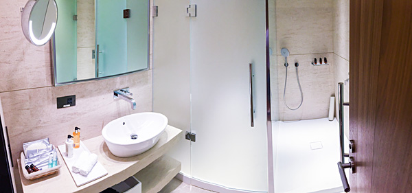 Qatar Airways First Class Lounge Doha Showers bathrooms Al Safwa