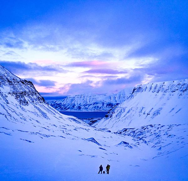 svalbard ice cave trip spitsbergen