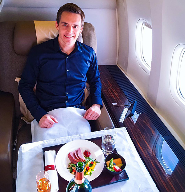 Garuda Indonesia B77W First Class Bart Lapers