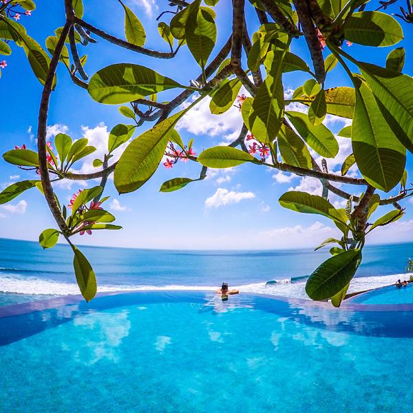 infinity-pool-Surfari-Sundeck-Anantara-Uluwatu-Bali