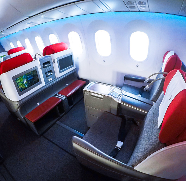LATAM B787-900 Dreamliner Business Class