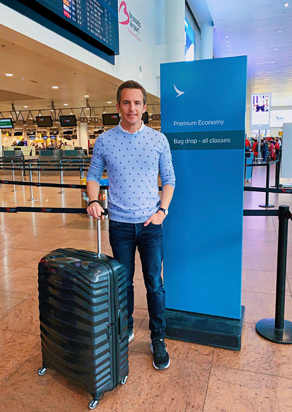 Cathay Pacific Premium Economy Brussels Airport check in with Bart Lapers